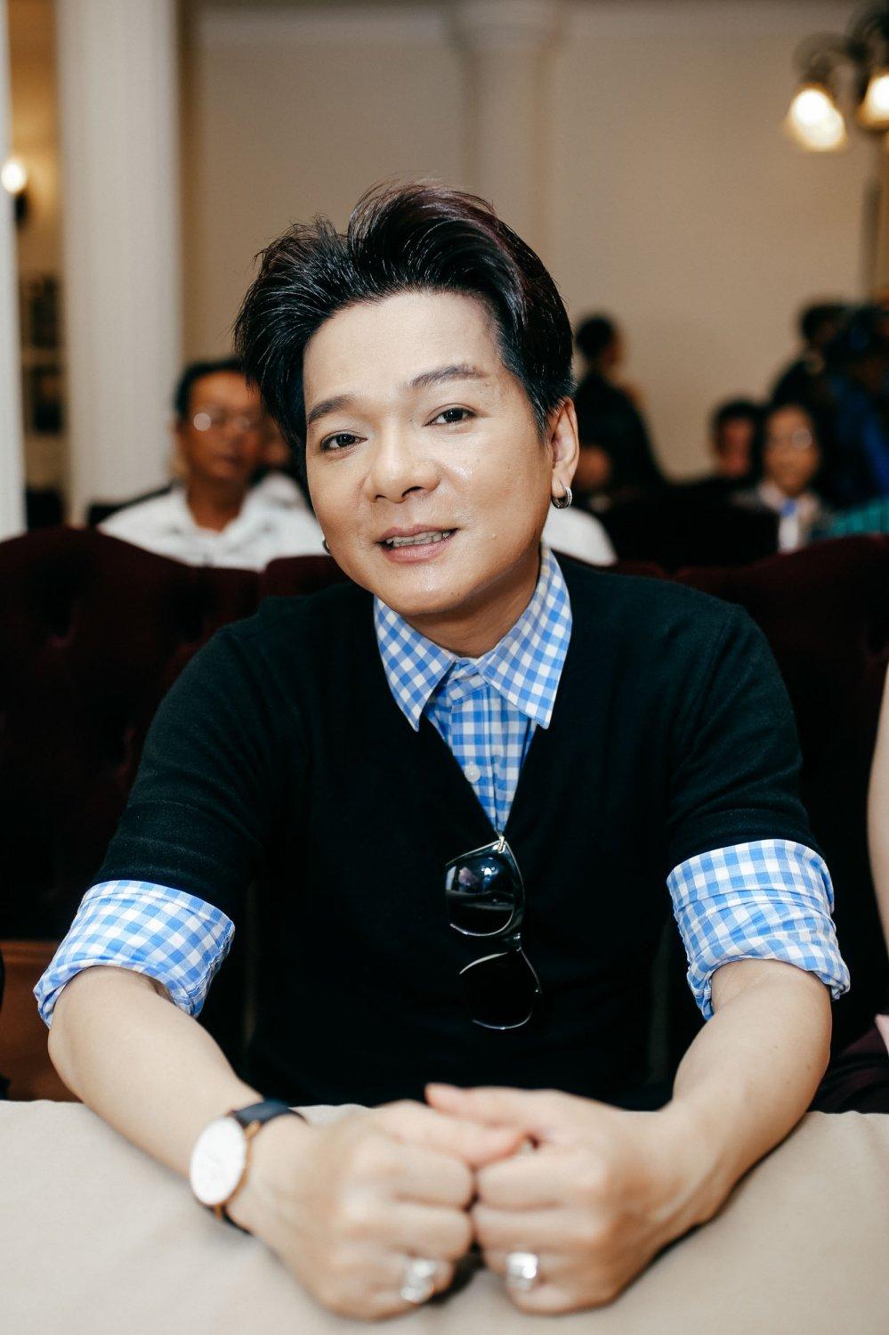 Hong Ngoc doi mua, dien ao dai xua den chuc mung Dam Vinh Hung hinh anh 9