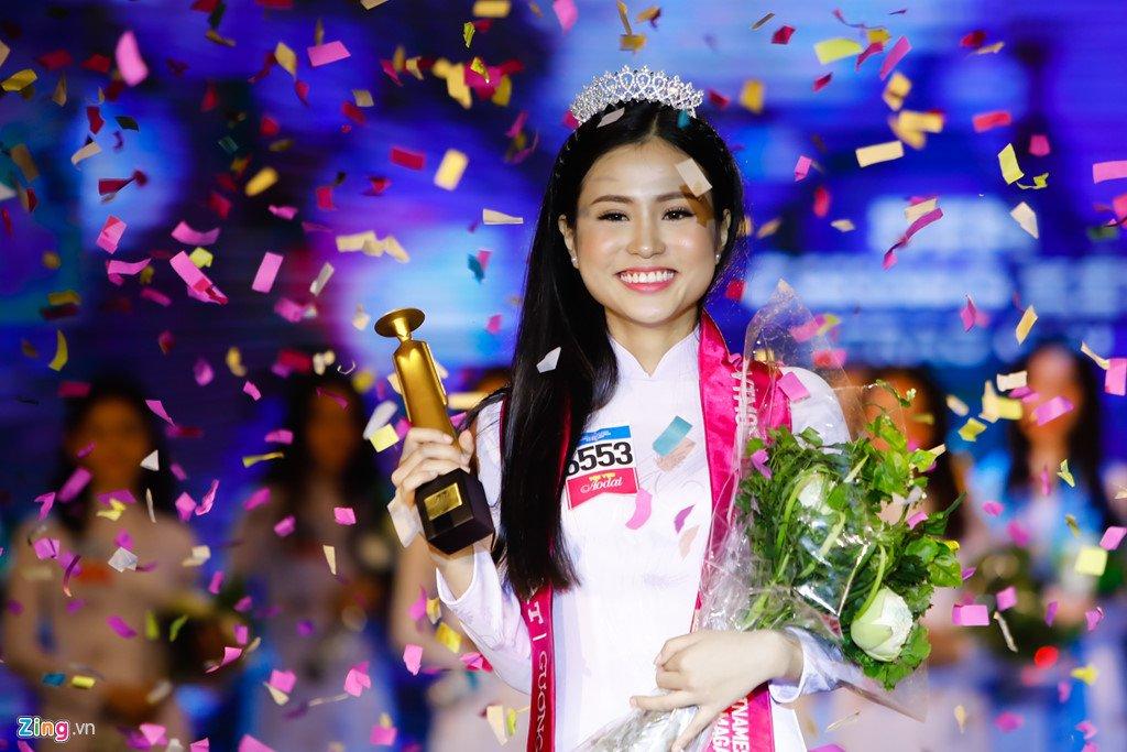 Nu sinh 17 tuoi doat giai Hoa khoi nu sinh ao dai 2017 hinh anh 1