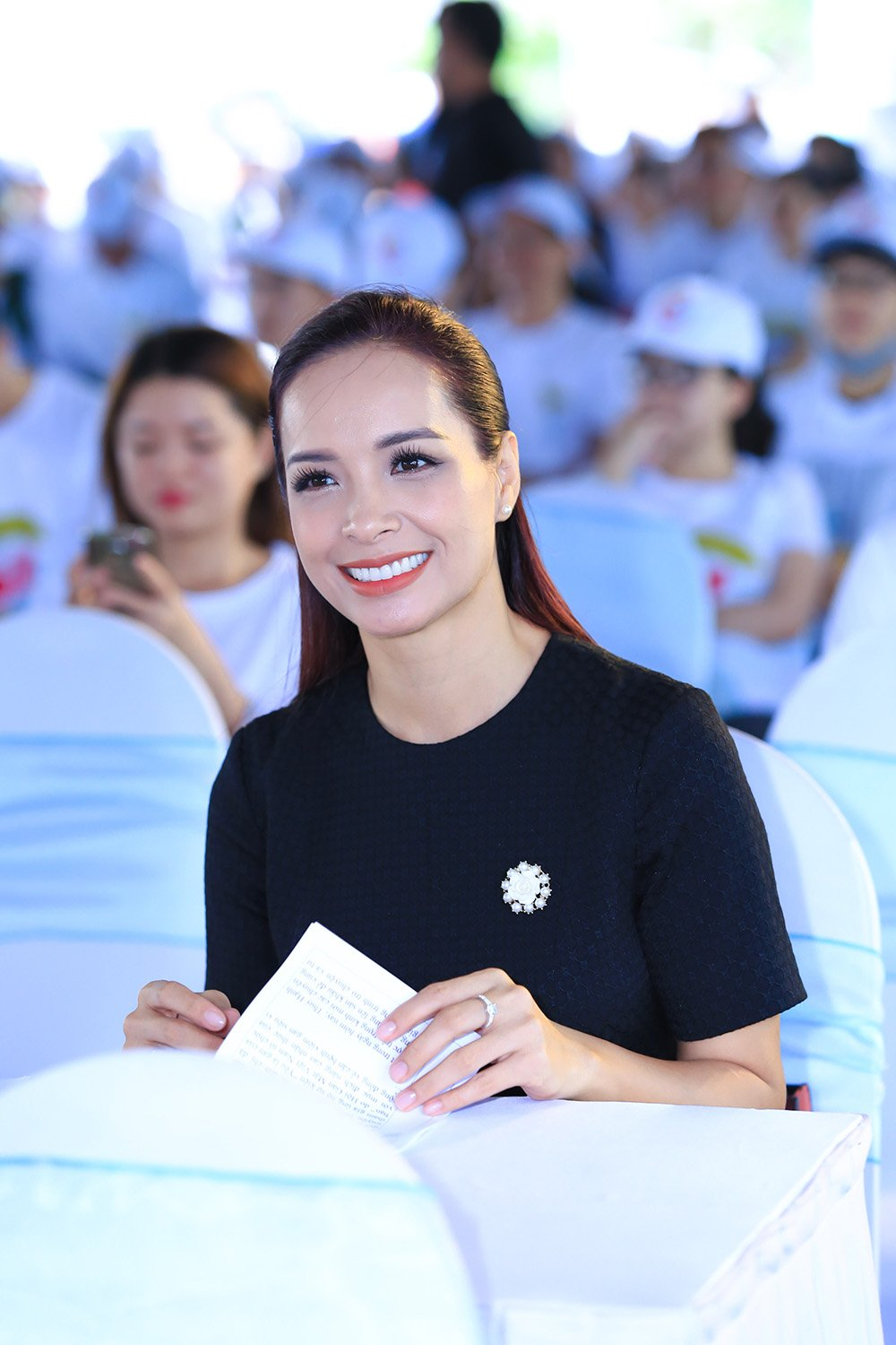 O tuoi 40, Thuy Hanh van tu tin do sac voi nu MC 9x hinh anh 1