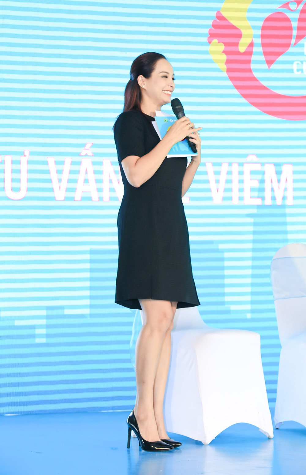O tuoi 40, Thuy Hanh van tu tin do sac voi nu MC 9x hinh anh 3