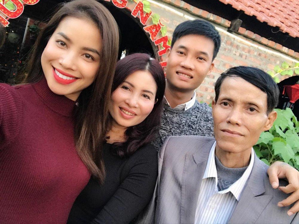 Bo Pham Huong qua doi sau thoi gian chong choi voi benh hiem ngheo hinh anh 2