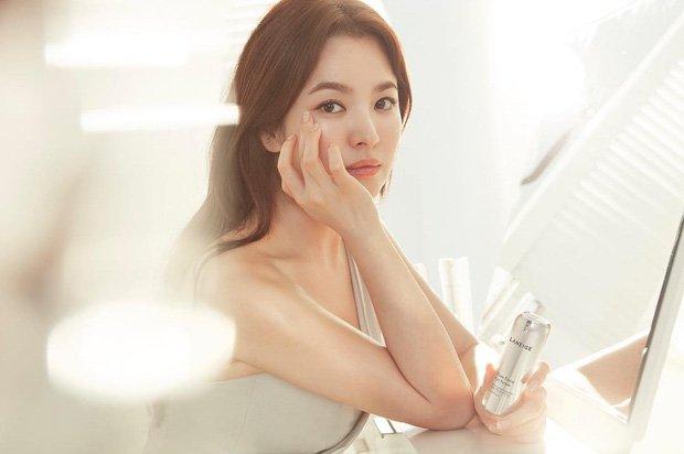 Song Hye Kyo tro lai khoe ve dep tuoi tan, ngot ngao cua 'co dau thang 10' hinh anh 1