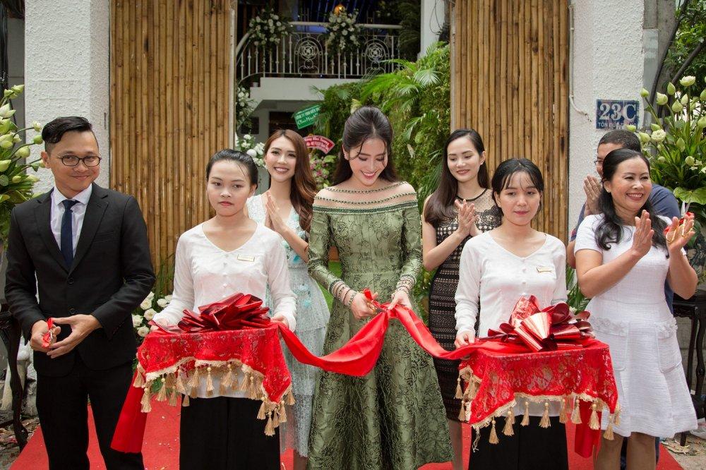 Tuong Linh 'The Face', Dieu Linh rang ro chuc mung Nam Em lam ba chu hinh anh 3