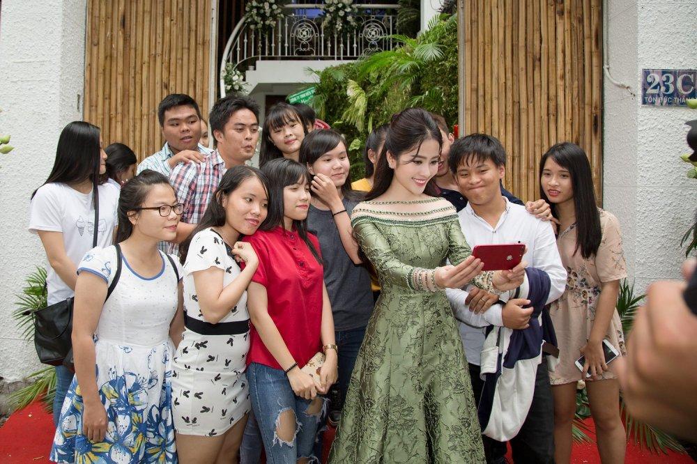 Tuong Linh 'The Face', Dieu Linh rang ro chuc mung Nam Em lam ba chu hinh anh 4