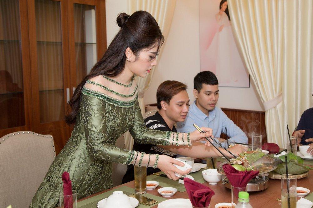 Tuong Linh 'The Face', Dieu Linh rang ro chuc mung Nam Em lam ba chu hinh anh 9