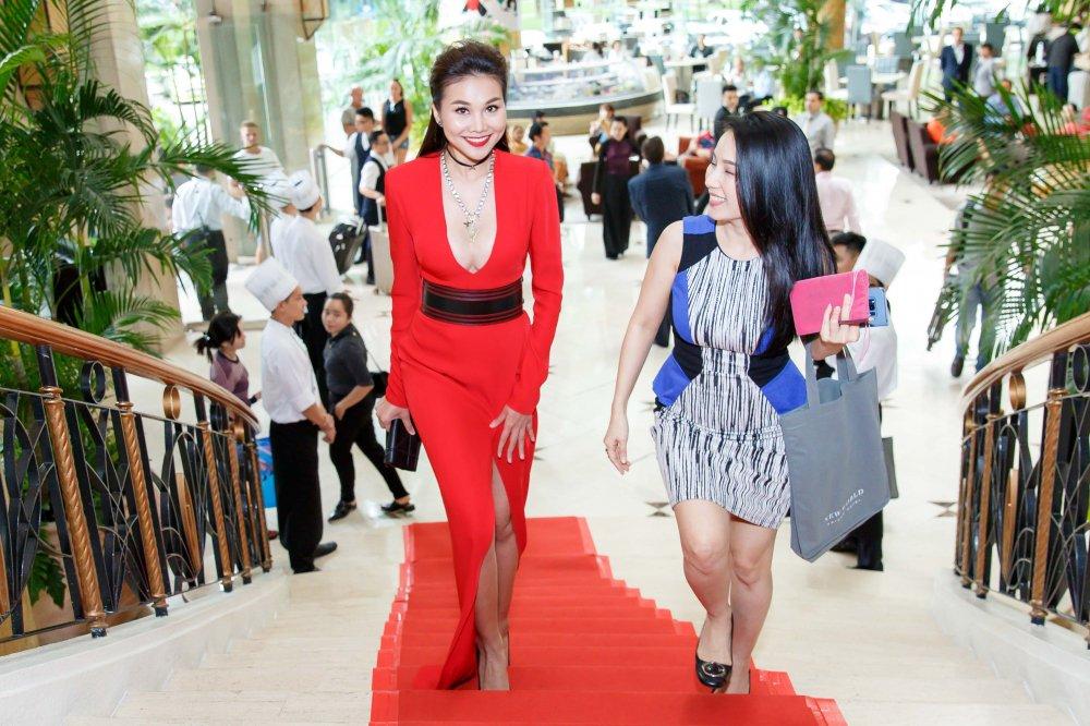 Vua roi nha chung Top Model, Lai Thanh Huong tre nai do ve sexy voi Thanh Hang hinh anh 8