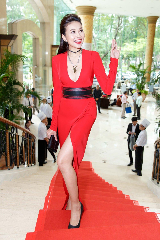 Vua roi nha chung Top Model, Lai Thanh Huong tre nai do ve sexy voi Thanh Hang hinh anh 9