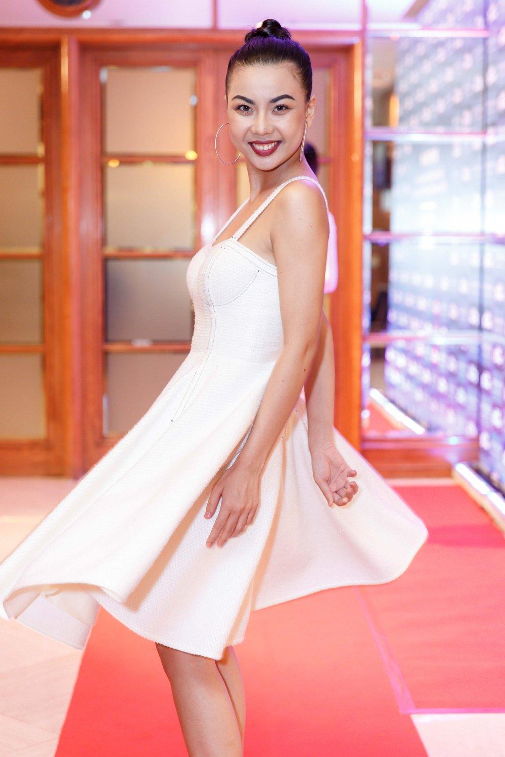 Vua roi nha chung Top Model, Lai Thanh Huong tre nai do ve sexy voi Thanh Hang hinh anh 4