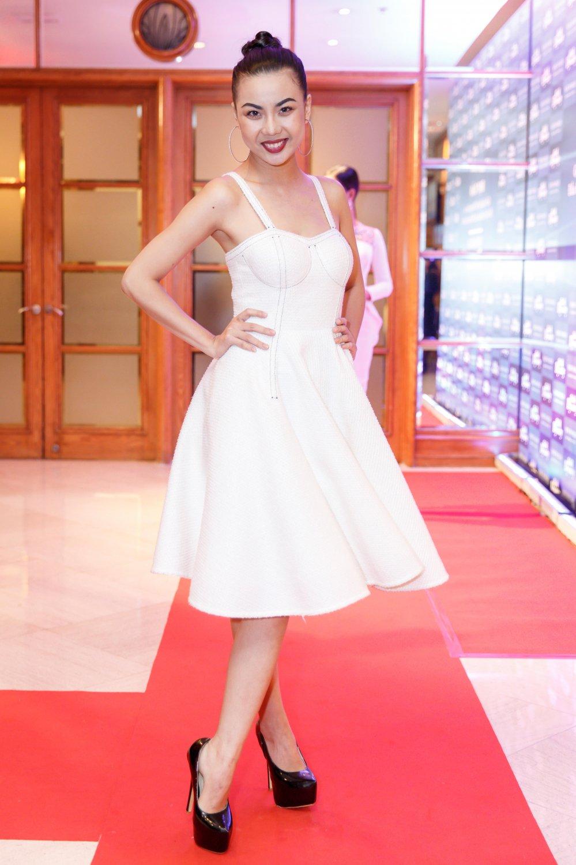 Vua roi nha chung Top Model, Lai Thanh Huong tre nai do ve sexy voi Thanh Hang hinh anh 3
