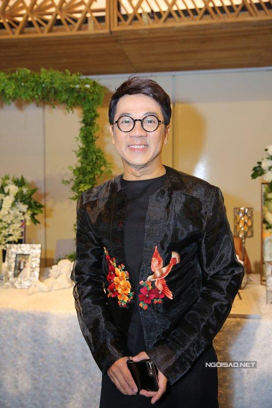 Ban trai cu Quy Binh vui ve du tiec cuoi cua Le Phuong voi chong tre hinh anh 10