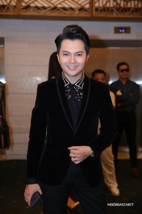 Ban trai cu Quy Binh vui ve du tiec cuoi cua Le Phuong voi chong tre hinh anh 6