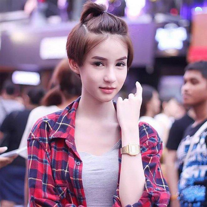 Hoa hau chuyen gioi Thai Lan tung bi bo me phan doi phau thuat hinh anh 3