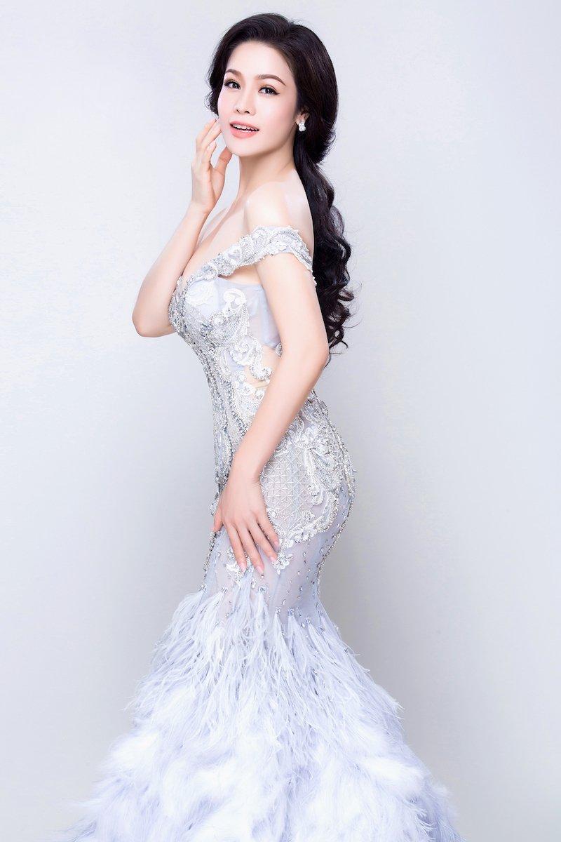Nhat Kim Anh khoe ve sexy mon mon sau thoi gian im ang hinh anh 8
