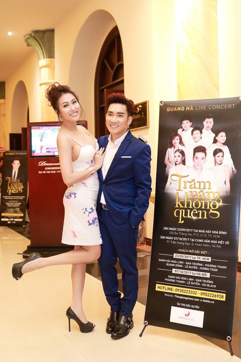 Video: Le Quyen, Quang Ha ke chuyen thuo di hat bang xe om, cat-xe vai chuc nghin dong hinh anh 2