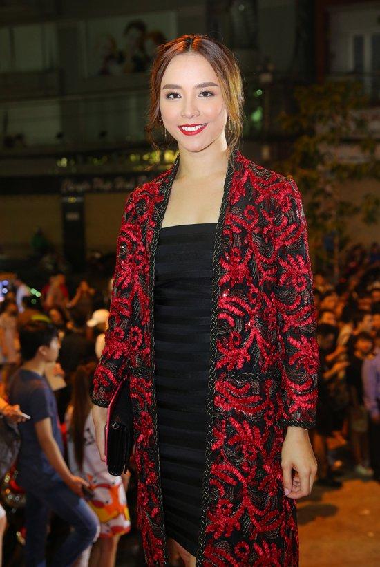 Hoang Yen lan at Pham Huong, Truong Ngoc Anh dem chung ket Next Top Model 2017 hinh anh 9