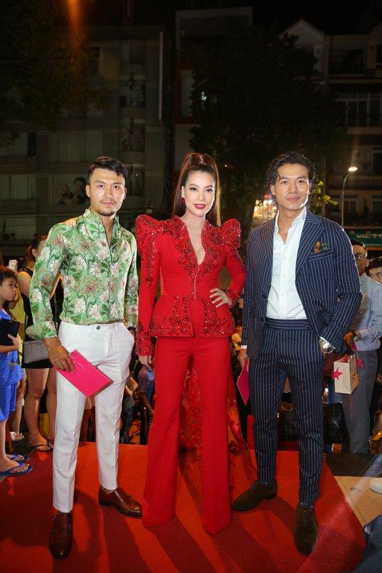 Hoang Yen lan at Pham Huong, Truong Ngoc Anh dem chung ket Next Top Model 2017 hinh anh 6