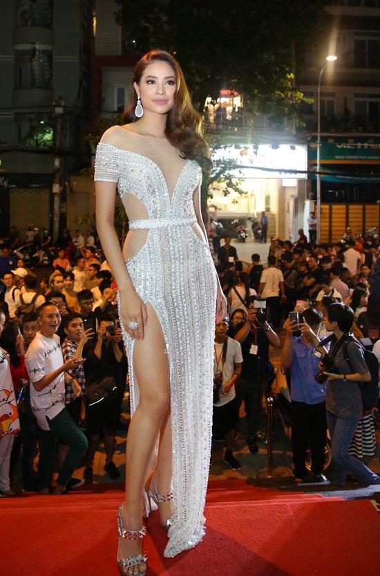 Hoang Yen lan at Pham Huong, Truong Ngoc Anh dem chung ket Next Top Model 2017 hinh anh 8