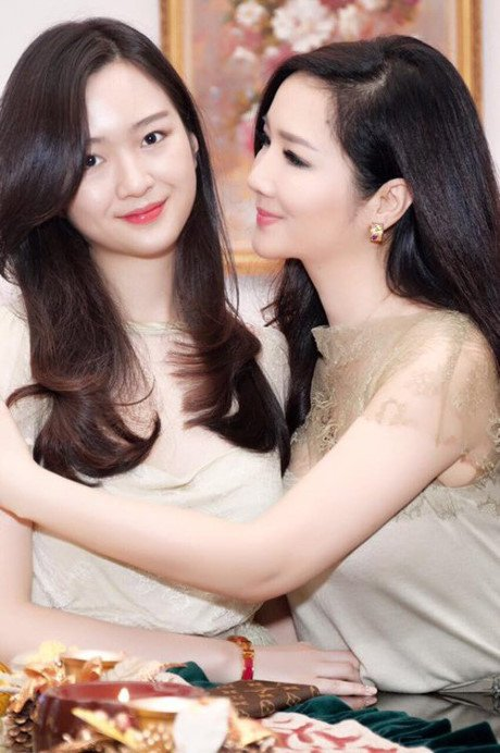 Loat my nhan khong tuoi me dep - con xinh cua showbiz Viet hinh anh 3