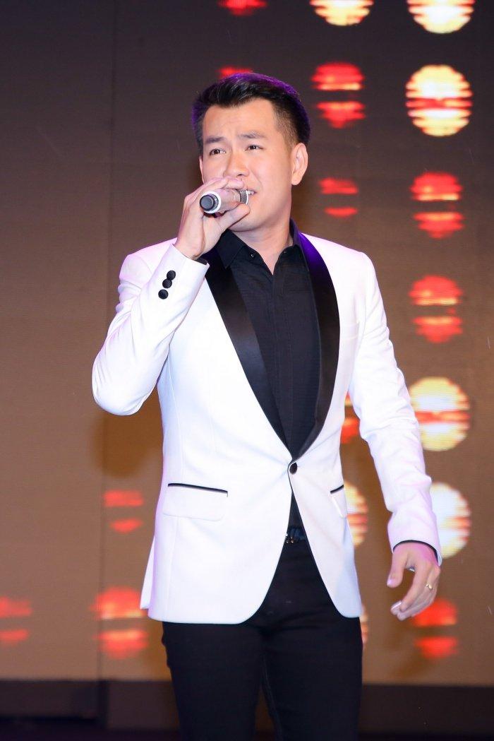 Dam Vinh Hung, HH Huong Giang, Hien Thuc doi mua, hoi ngo tai su kien hinh anh 10
