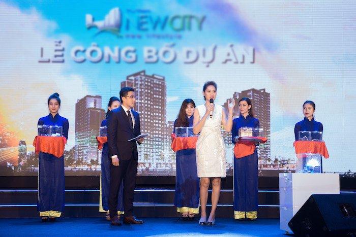 Dam Vinh Hung, HH Huong Giang, Hien Thuc doi mua, hoi ngo tai su kien hinh anh 5