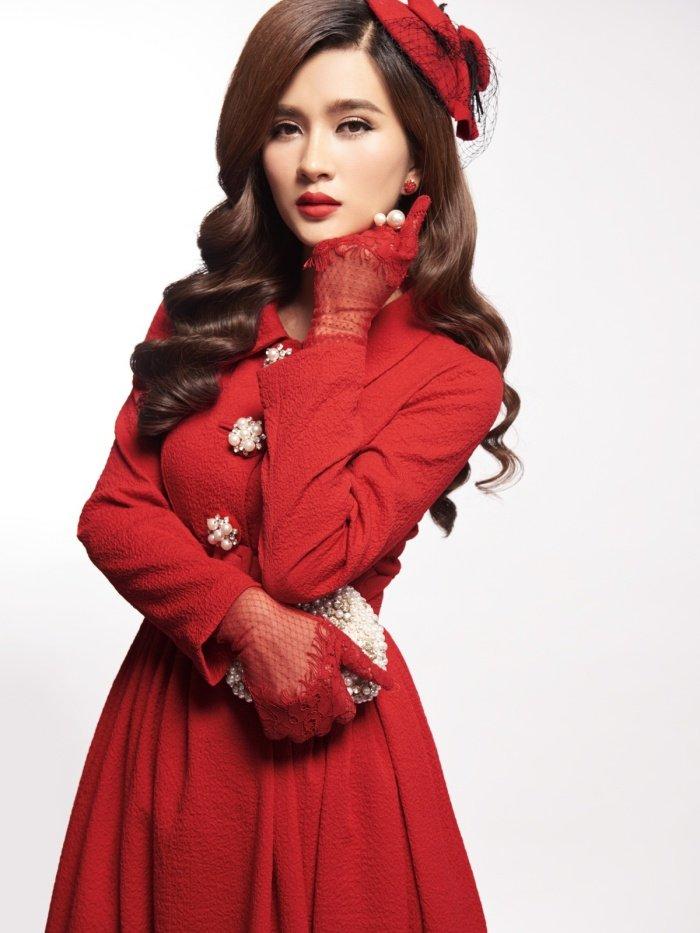Kim Tuyen sexy nhung khong kem phan sang trong voi phong cach co dien hinh anh 9