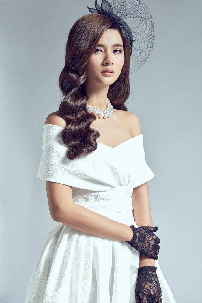 Kim Tuyen sexy nhung khong kem phan sang trong voi phong cach co dien hinh anh 5