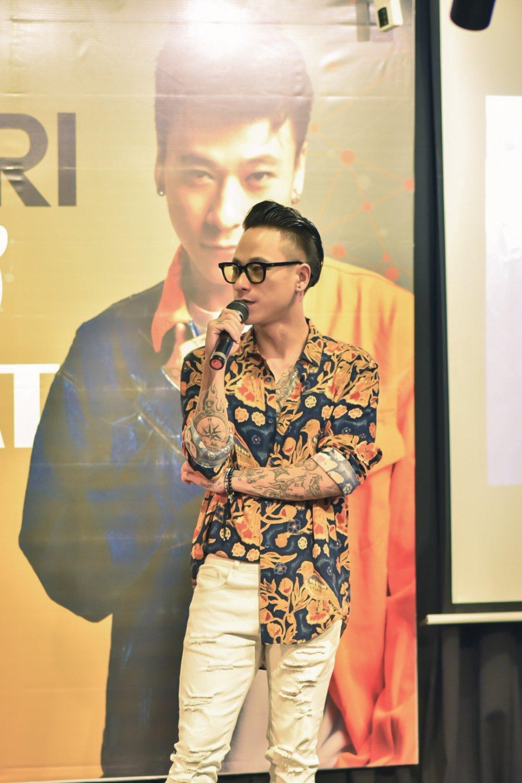 DJ Minh Tri bieu dien cung 'huyen thoai nhac Trance' Armin Van Buuren hinh anh 1