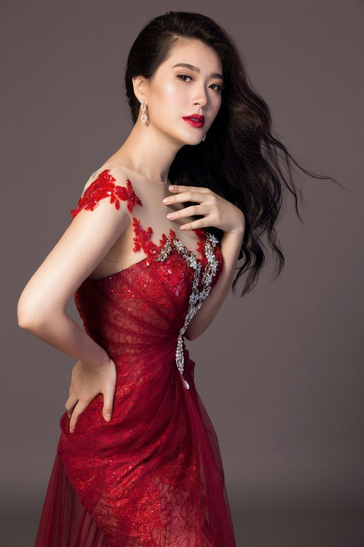 Vu Binh Minh khoe nhan sac sexy truoc khi du thi 'Hoa hau Doanh nhan Toan cau' hinh anh 2
