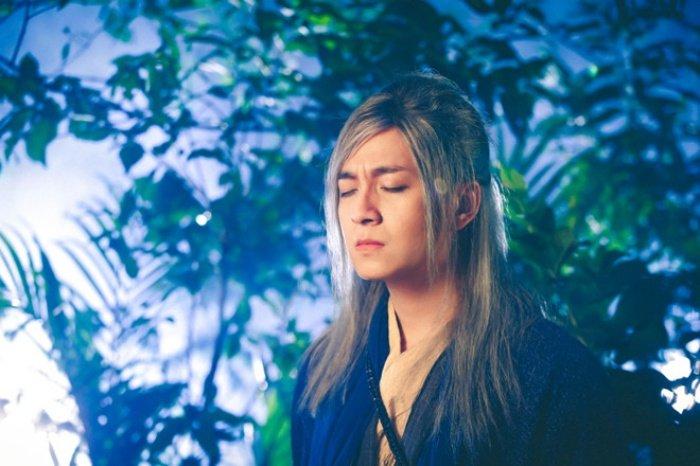 MV cua Ngo Kien Huy bi nghi copy y tuong 'Lac troi' cua Son Tung hinh anh 2