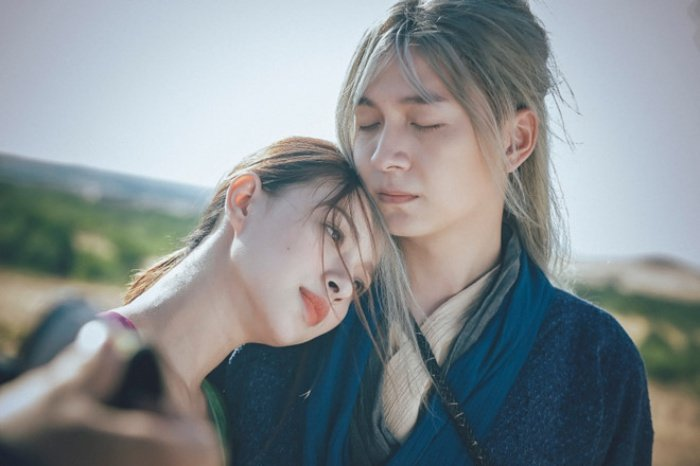 MV cua Ngo Kien Huy bi nghi copy y tuong 'Lac troi' cua Son Tung hinh anh 1