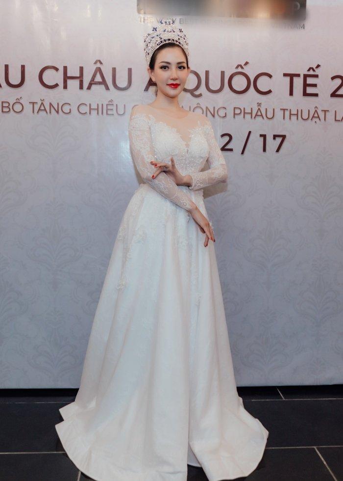 Hoa hau Vu Lam: 'Toi se keo dai chan cho toi khi cao 1m78 moi thoi' hinh anh 1