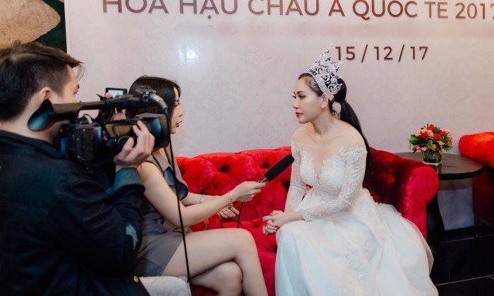 Hoa hau Vu Lam: 'Toi se keo dai chan cho toi khi cao 1m78 moi thoi' hinh anh 6