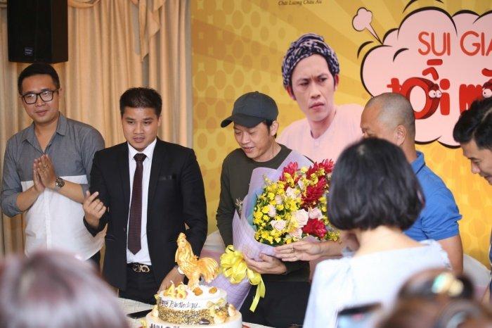 Nha Phuong rang ro den chuc mung Hoai Linh lam liveshow tai que nha hinh anh 11