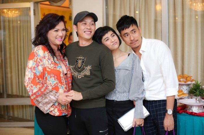 Nha Phuong rang ro den chuc mung Hoai Linh lam liveshow tai que nha hinh anh 6