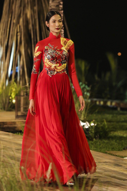 Nhan Phuc Vinh lam le an hoi voi Top 8 Hoa hau Trai dat Nam Em? hinh anh 5