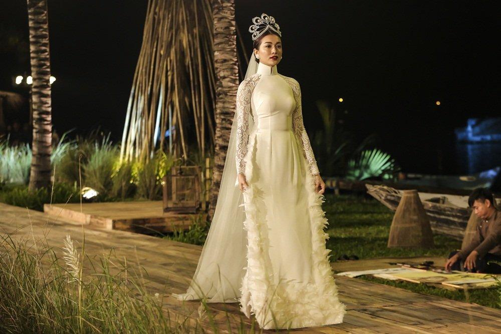 Nhan Phuc Vinh lam le an hoi voi Top 8 Hoa hau Trai dat Nam Em? hinh anh 6