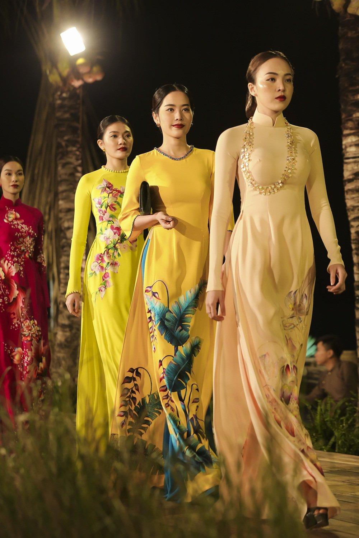 Nhan Phuc Vinh lam le an hoi voi Top 8 Hoa hau Trai dat Nam Em? hinh anh 7
