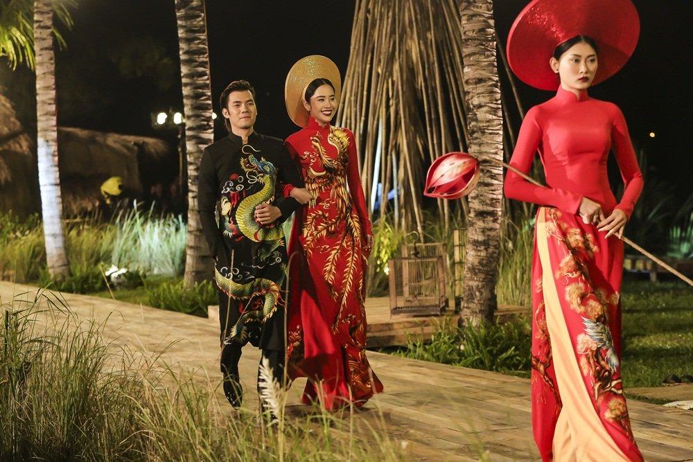 Nhan Phuc Vinh lam le an hoi voi Top 8 Hoa hau Trai dat Nam Em? hinh anh 12