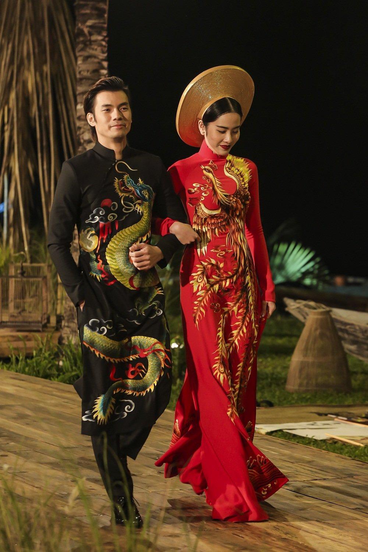Nhan Phuc Vinh lam le an hoi voi Top 8 Hoa hau Trai dat Nam Em? hinh anh 11