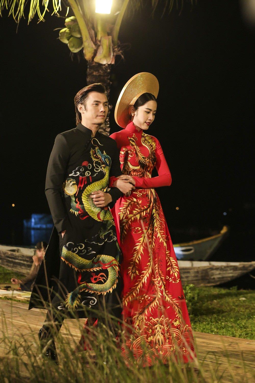 Nhan Phuc Vinh lam le an hoi voi Top 8 Hoa hau Trai dat Nam Em? hinh anh 10