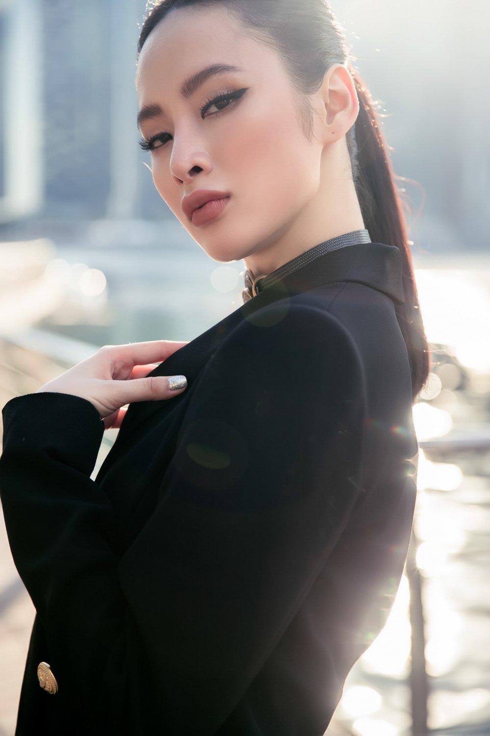 Angela Phuong Trinh khoe duong cong sexy tao bao tai Singapore hinh anh 10