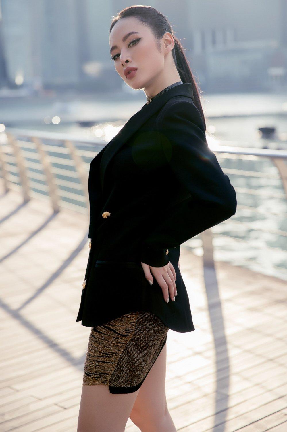Angela Phuong Trinh khoe duong cong sexy tao bao tai Singapore hinh anh 11