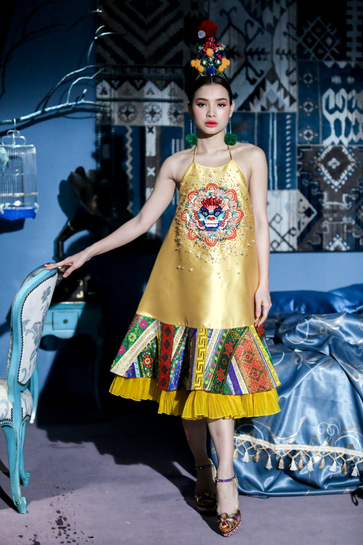 Phuong Trinh Jolie khoe nguc day, tinh tu voi sieu mau dien trai cao 1m9 hinh anh 7