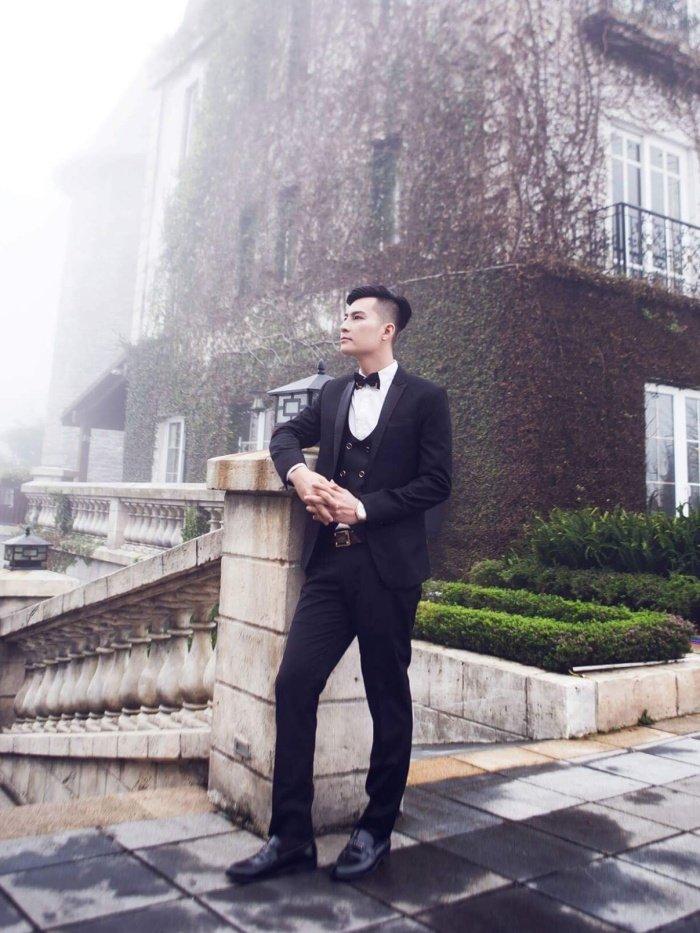Chong Lam Khanh Chi khoe ve dien trai nhu nam than truoc hon le hinh anh 11