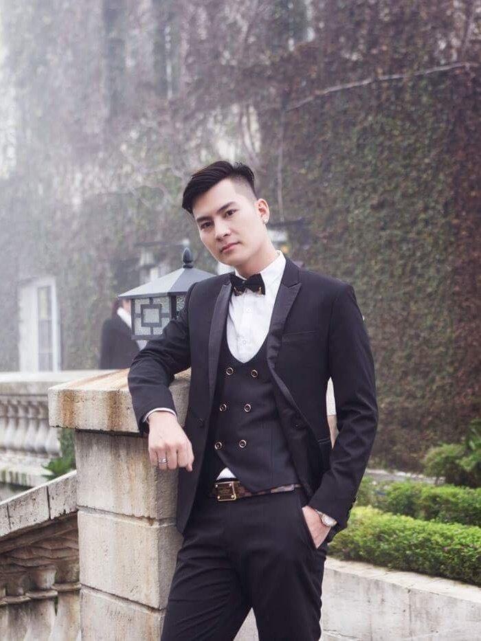 Chong Lam Khanh Chi khoe ve dien trai nhu nam than truoc hon le hinh anh 5