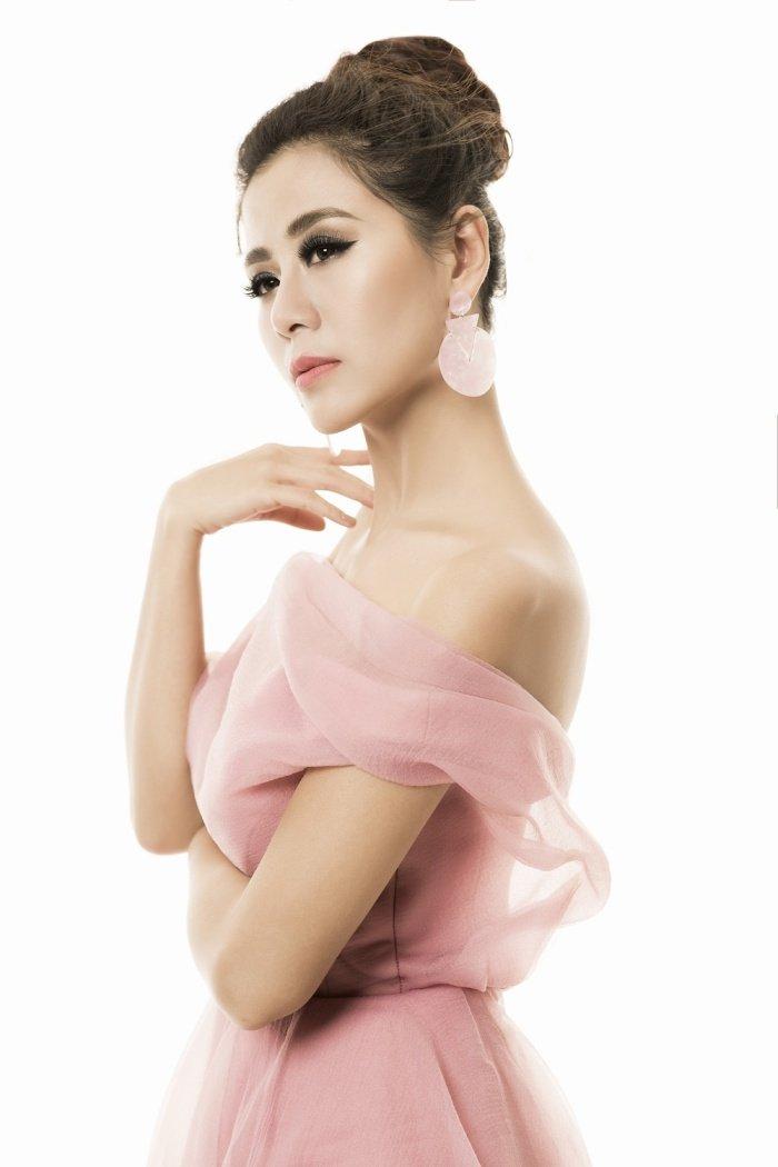 Chang can dien ho, Nam Thu van chung to dang cap 'kieu nu sexy nhat lang hai' hinh anh 12