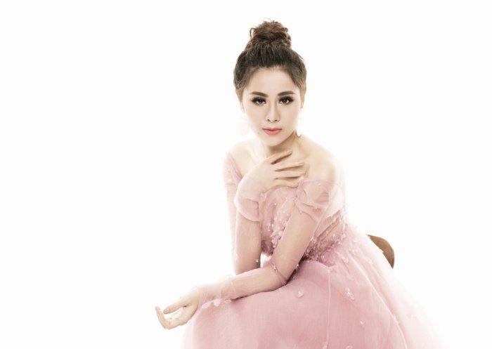 Chang can dien ho, Nam Thu van chung to dang cap 'kieu nu sexy nhat lang hai' hinh anh 3
