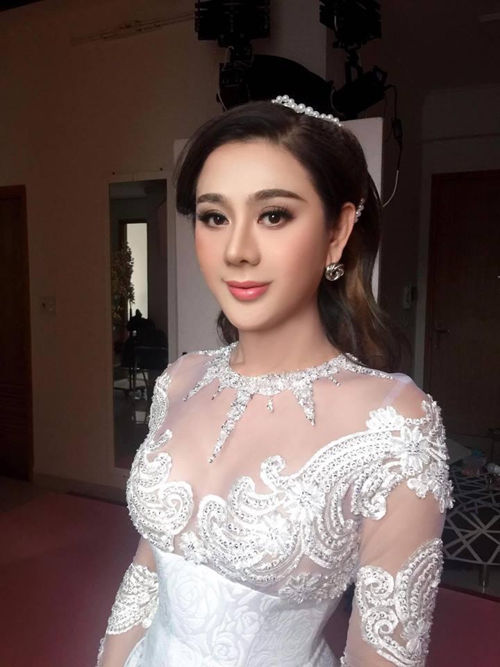 Lam Khanh Chi chuan bi cho 'Dam cuoi the ky' hoanh trang the nao? hinh anh 1
