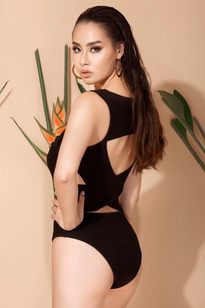 Hoa hau Bien Thuy Trang nong bong voi bikini khoe dang chuan hinh anh 5