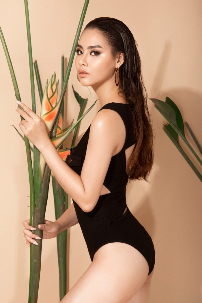 Hoa hau Bien Thuy Trang nong bong voi bikini khoe dang chuan hinh anh 3